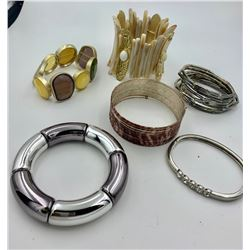LOT OF SIX BANGLE BRACELETS