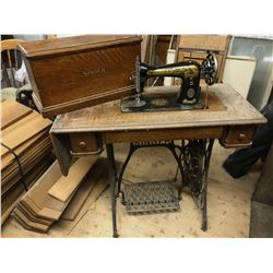 ANTIQUE SINGER COFFIN TOP TREADLE SEWING MACHINE
