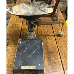 ANTIQUE FAIRBANKS COUNTER TOP SCALE