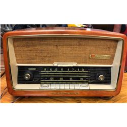 VINTAGE NORDMENDE RADIO - MADE IN GERMANY