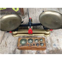 ANTIQUE SCALE WITH COMPLETE WEIGHT SET