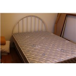 Double Size bed with white metal frame C