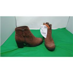 NATURAL REFLECTIONS ANKLE BOOTS   SIZE 8