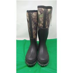 REDHEAD BRAND YOUTH 4M (2 DIFFERENT BOOTS, BOTH SIZE 4)