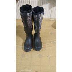 YOUTH CAMO UTILITY BOOTS SIZE 4