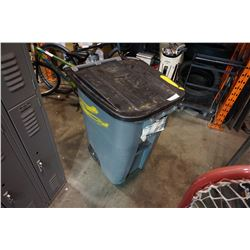 BRUTE ROLLOUT GARBAGE CAN W/ LID