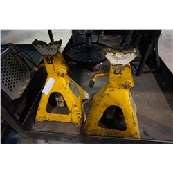 2 HEAVY DUTY JACK STANDS