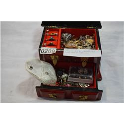 JEWELLERY BOX W/ CONTENTS AND CLEAR CASE OF JEWELLERY