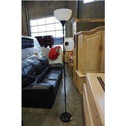 BLACK FLOOR LAMP W/ FLEXIBLE NECK