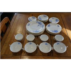 APPROX 35PCS OF VINTAGE ADLEREY CHINA