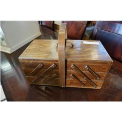 VINTAGE COLLAPSABLE SEWING BOX