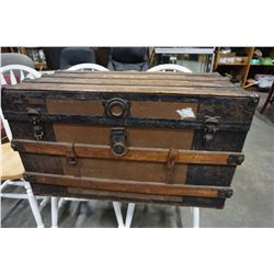 VINTAGE WOOD STEAMER TRUNK