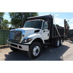 2013 INTERNATIONAL 7400 Dump Truck