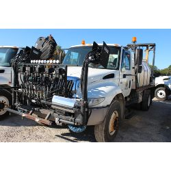 2004 INTERNATIONAL 4400 Sprayer Truck