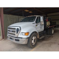 2012 FORD F650 Flatbed Truck