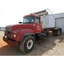 1999 MACK RD688S Roll Off Truck