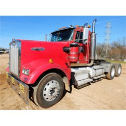2004 KENWORTH W900L Day Cab Truck