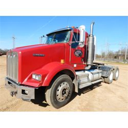 2007 KENWORTH T800 Day Cab Truck