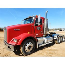 2003 KENWORTH T800 Day Cab Truck