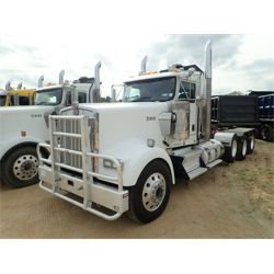 2015 KENWORTH W900L Day Cab Truck