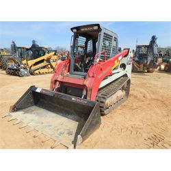2016 TAKEUCHI TL12 Skid Steer Loader - Crawler