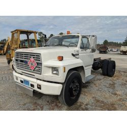 1986 FORD F700 Cab and Chassis Truck