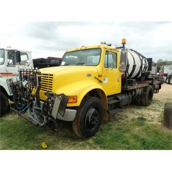 2000 INTERNATIONAL 4700 Sprayer Truck