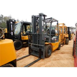 CATERPILLAR GP25 Forklift - Mast