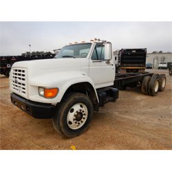 1995 FORD F900 Cab and Chassis Truck