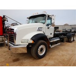 2009 MACK GU813 Roll Off Truck