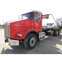 2011 KENWORTH T800 Roll Off Truck