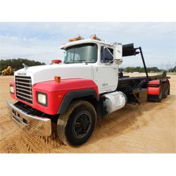 1993 MACK RD688S Roll Off Truck
