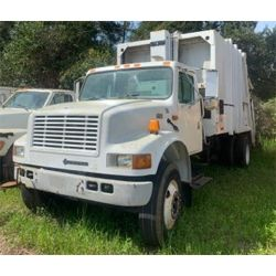 2002 INTERNATIONAL  Garbage / Sanitation Truck