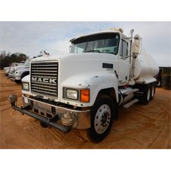 2000 MACK CH613 Water Truck