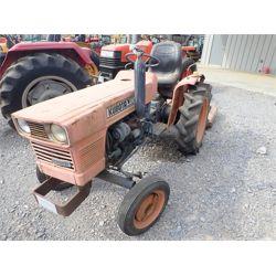 KUBOTA 2000 Tractor
