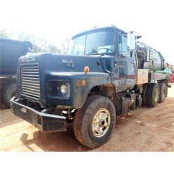 DM690 MACK  Service / Mechanic / Utility Truck