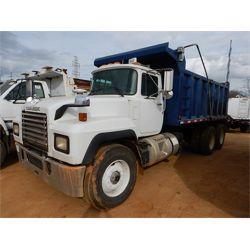 1996 MACK  Dump Truck
