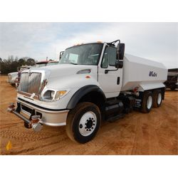 2004 INTERNATIONAL 7600 Water Truck