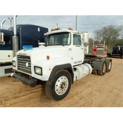 1992 MACK RD688S Day Cab Truck