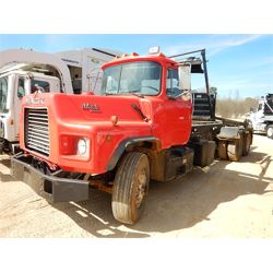 1991 MACK DM690S Roll Off Truck