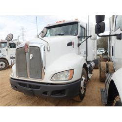2014 KENWORTH T660 Sleeper Truck
