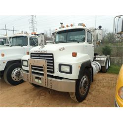 1995 MACK RD688S Day Cab Truck