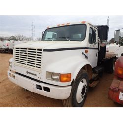 1993 INTERNATIONAL 4900 Flatbed Truck