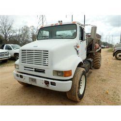 2000 INTERNATIONAL  Plow / Spreader Truck