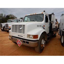 INTERNATIONAL NAVISTAR Fuel / Lube Truck