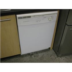 FIGIDAIRE WHITE DISHWASHER