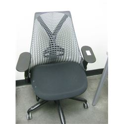 HERMAN MILLER PLASTIC MESH OFFICE CHAIR