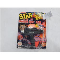 1976 STAR TREK PHASER RAY GUN IN ORIGINAL PACK