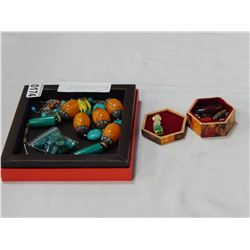 TRAY OF BEADED JEWELLERY AND WOODEN BOX OF BEADED PIECES