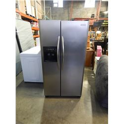 STAINLESS FRIGIDAIRE PROFESSIONAL SERIES SIDE BY SIDE REFRIGERATOR W/ ICE MAKER AND WATER - TESTED A